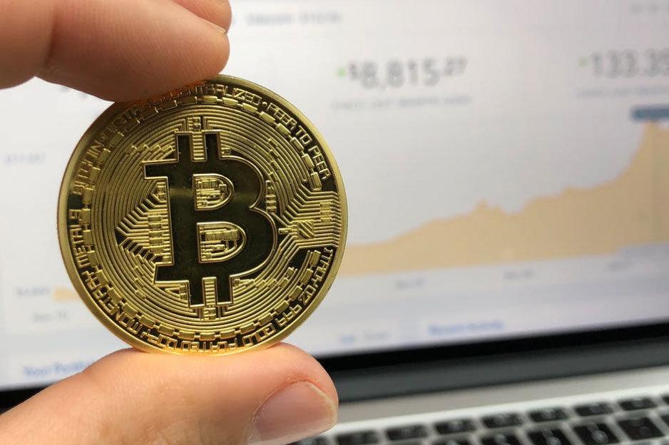 Bitcoin v ruke