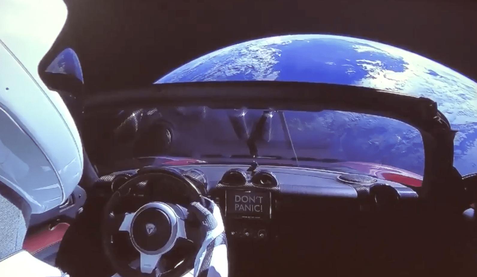 Tesla Roadster na Falcon Heavy - odkaz Don`t panic